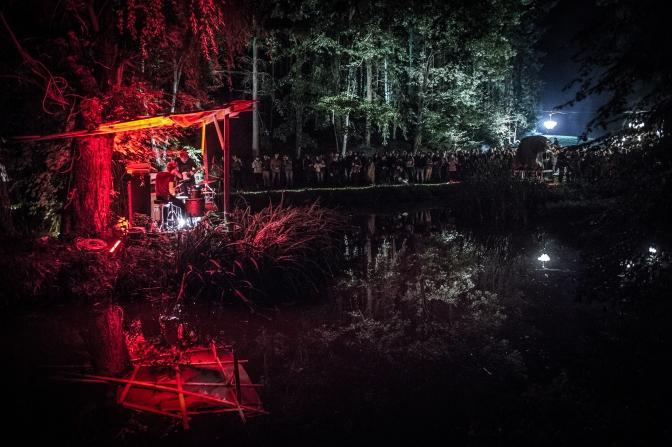 MASSEMBRE, festival deep in the woods La jungle musique concert scene Domaine Massembre.GOLINVAUX MATHIEU./LESOIR